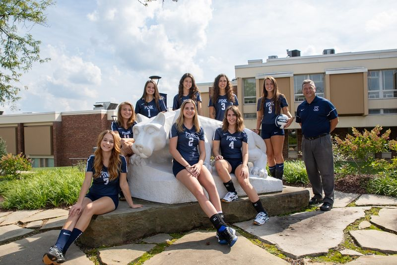 Penn State New Kensington volleyball team at lion statue