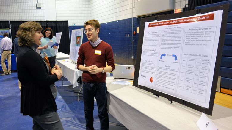 Student presents research at 2018 exposition